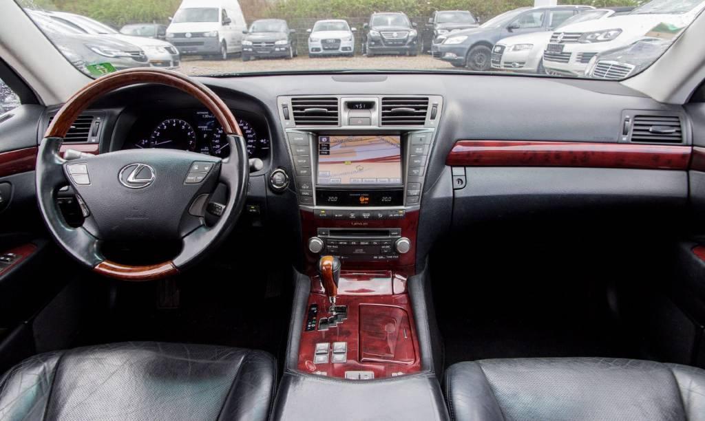 Lexus LS (USF40) 2007-2017   Different Car Review