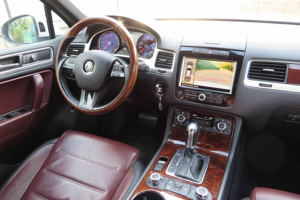 VW Touareg II (7P) 2010-2018   Different Car Review