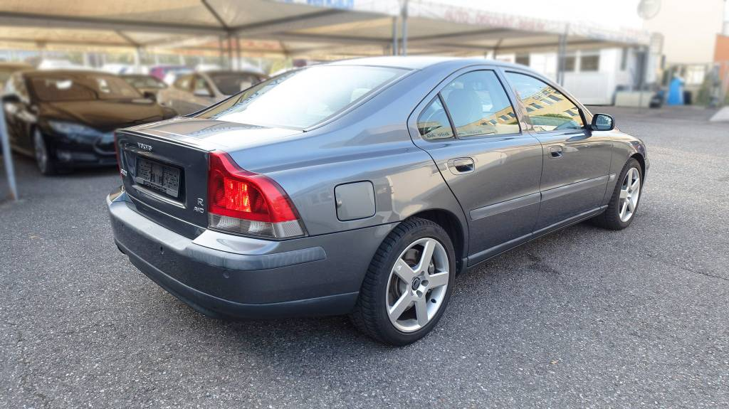 Volvo S60, V70 (P2) 2000-2009 | Different Car Review