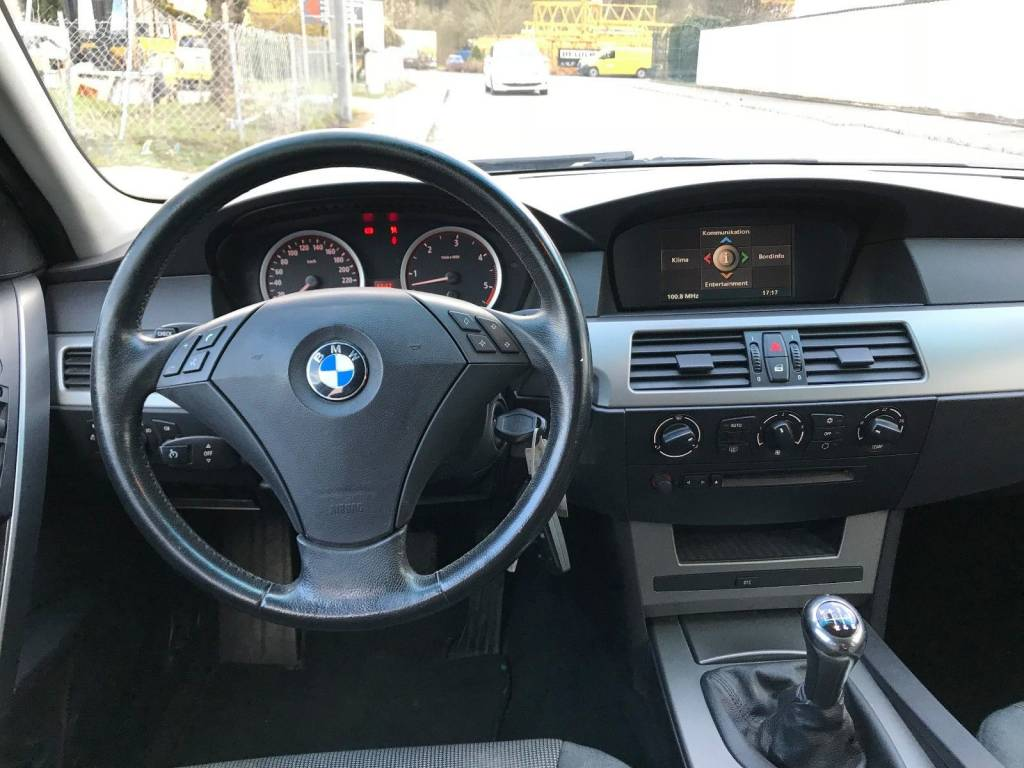 Bmw 5 Series E60 E61 2003 2010 Different Car Review